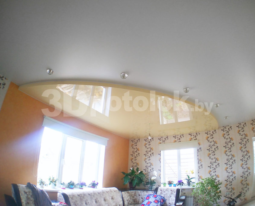 Бежевый натяжной потолок